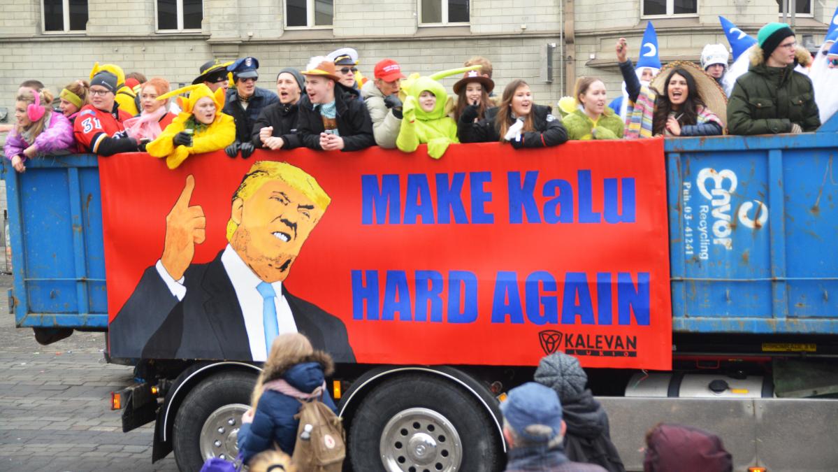 Abit nauravat Trumpille – katso kuvat penkkarijulisteista eri puolelta Suomea | Yle Uutiset | yle.fi