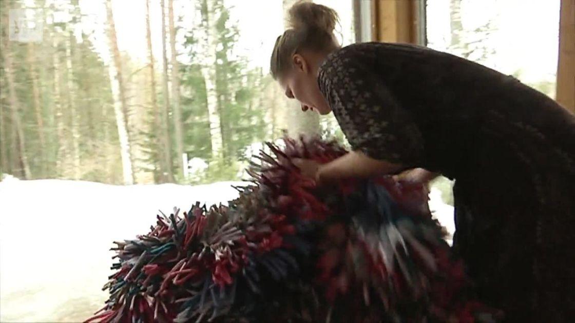 Tuoliryijy on uusi suomalainen tekstiilikeksintö – työllistää pakolaisnaisia