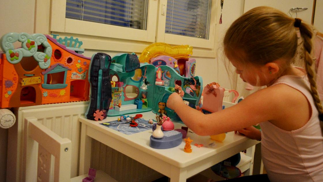 Lapset leikkivät lapsille YouTubessa – Tutkija: luonnollinen ilmiö | Yle Uutiset | yle.fi