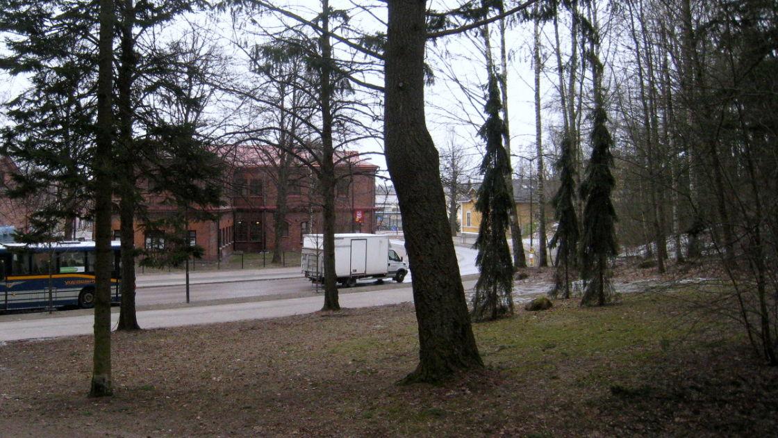 Entisöidyn Heikki veturin uusi sijoituspaikka Riihimäellä maksaa lähes 100 00