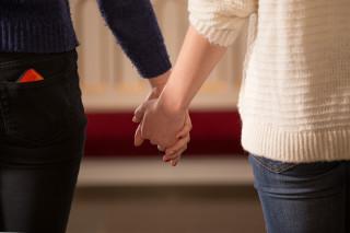 Audio: Kotkan kirkoissa ei homoparien puolesta rukoilla
