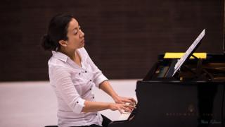 Audio: Värirunoelmia pianollle - Aura Gon pianoresitaali