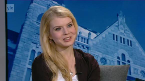 Видео: Novosti Yle: Näyttelijä Alina Tomnikovin venäjänkielinen haastattelu