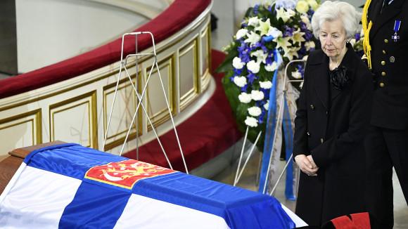 Video: Presidentti Mauno Koiviston hautajaiset