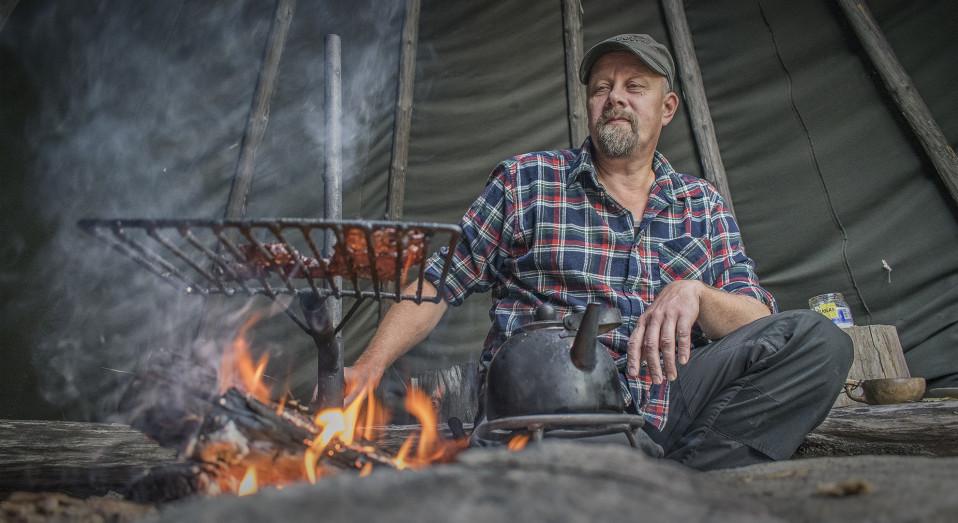 Pertti Hokkanen uuvutti tuhatkiloisen sonnin ja väijyi pannoitettavaa kaurista heinäpaalissa 14 tuntia  –