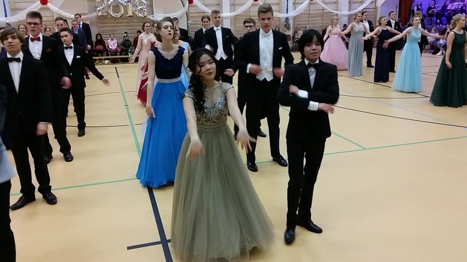 vanhojen tanssit Porin suomalaisessa yhteislyseossa