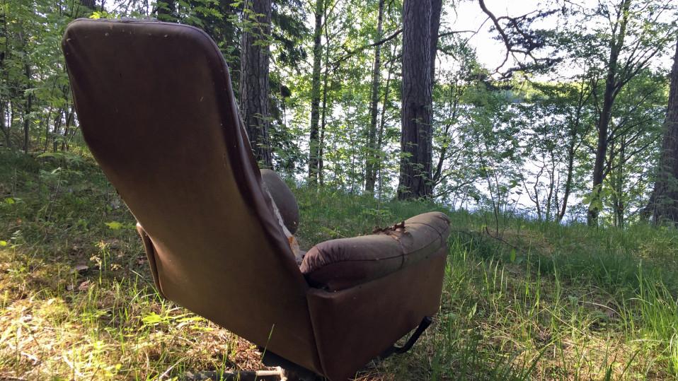 Metsästysseura siivoaa joka kevät kärrykuormittain rojua maastosta – metsään kipataan tavaraa, jonka saisi viedä kaatopaikalle ilmaiseksi