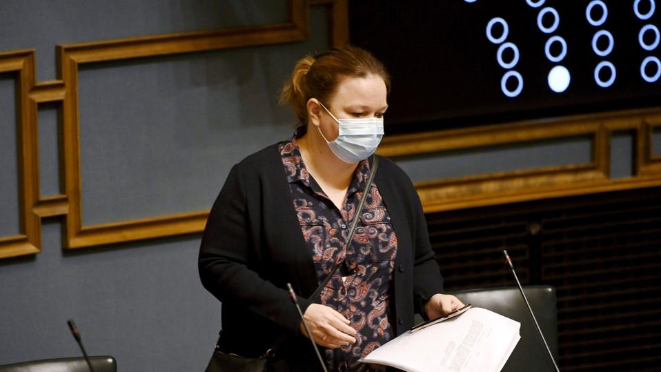Krista Kiuru eduskunnan täysistunnossa.