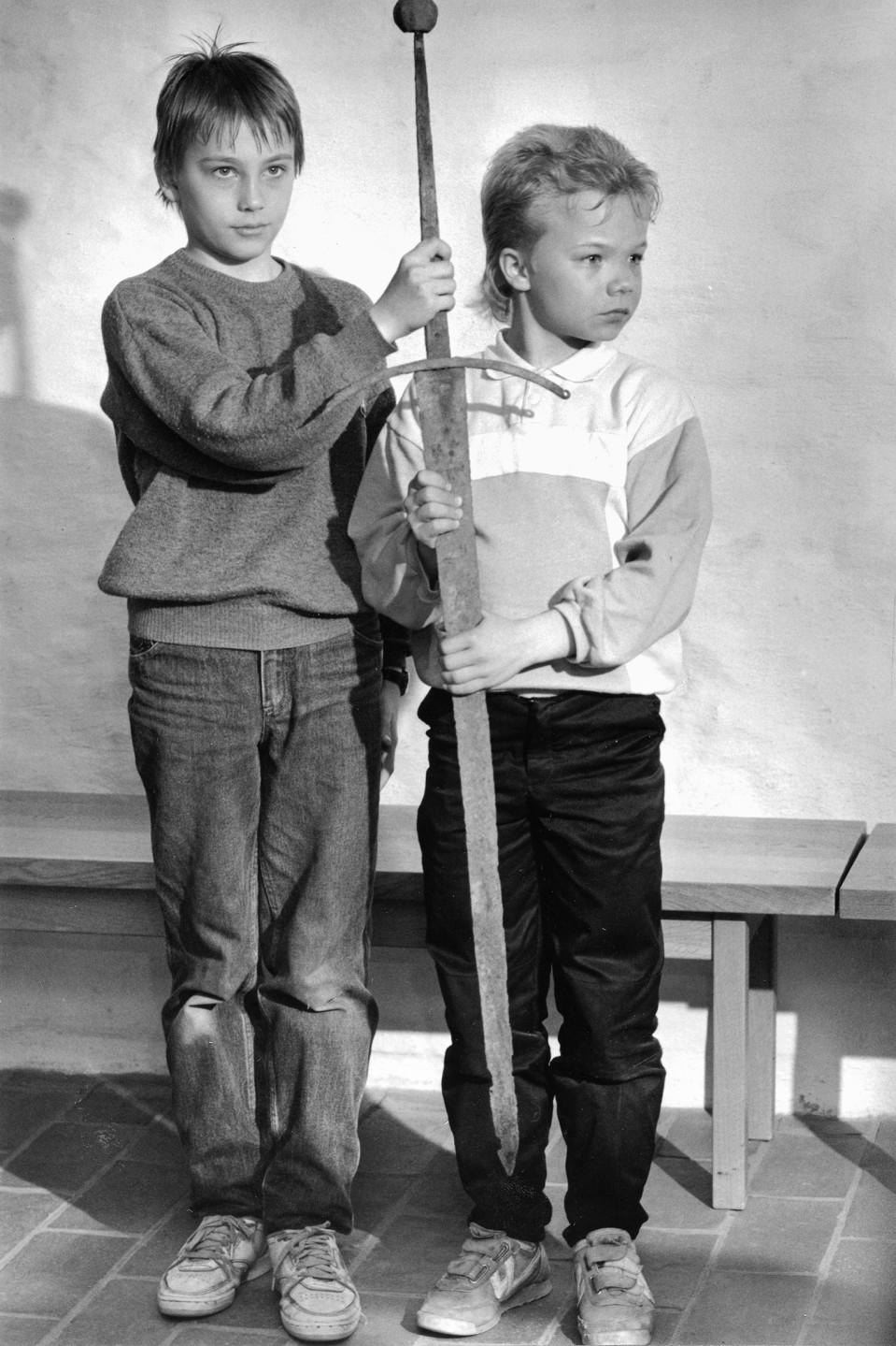 Kaksi poikaa ja miekka