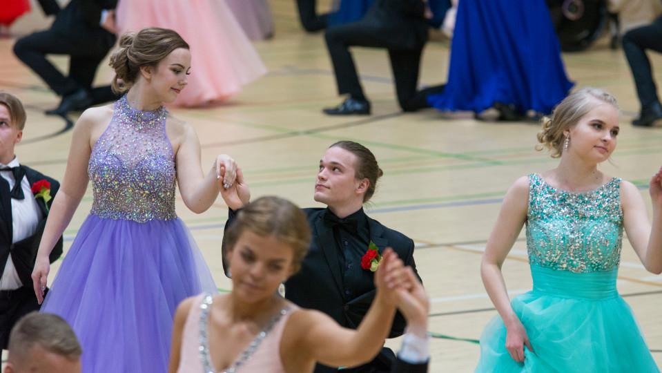 vanahat tanssivat Kajaanissa