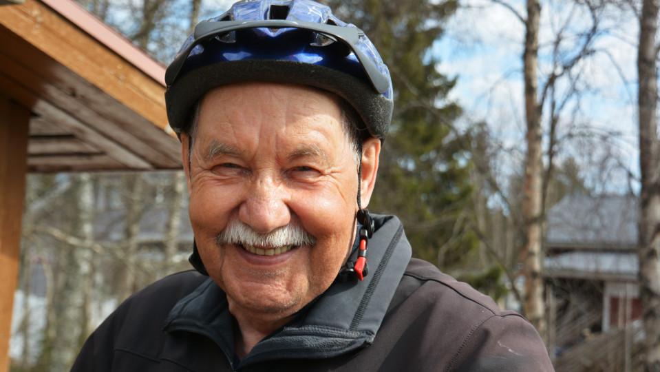 Tähän ei moni nuorempikaan pysty: 74-vuotias Veijo Peurasaari pyöräilee 10 000 kilometriä vuodessa