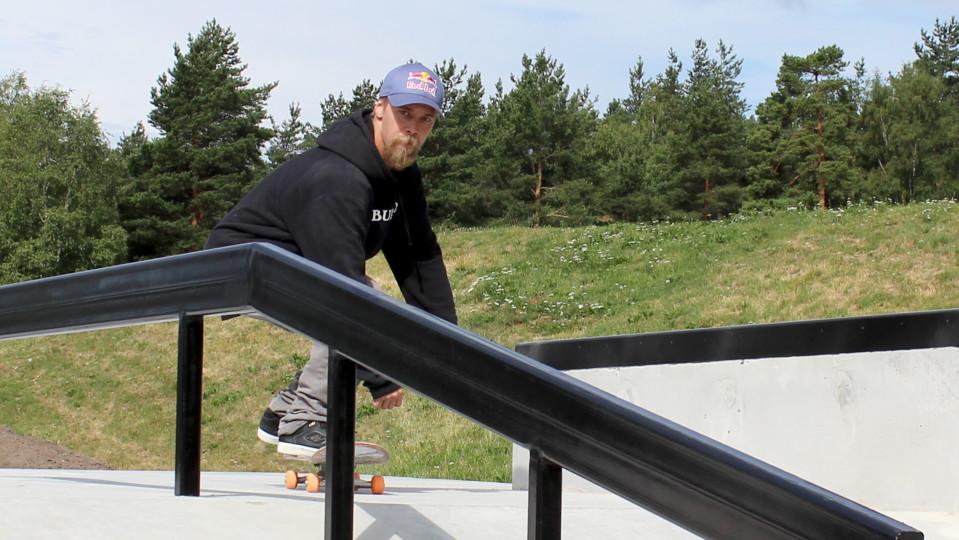 Katso video: maailmanmestari Roope Tonteri koeajaa uuden skeittipuiston