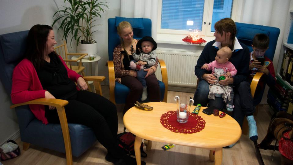 Sari Liuski-Ursin ja uudet ystävät Kirsi Kemppainen ja Ewelina Szczyrka-Chemloul