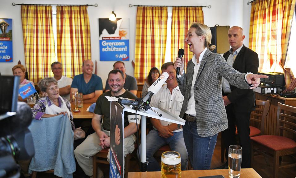 Vaihtoehto Saksalle -puolueen puheenjohtaja Alice Weidel puhuu vaalitilaisuudessa.