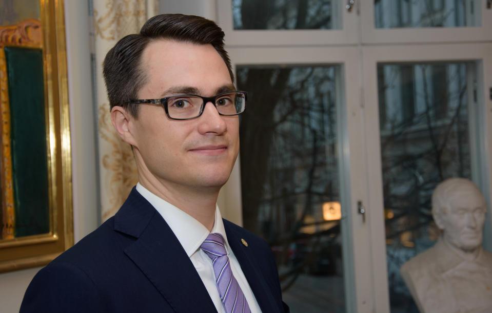 Juhana Brotherus, Hypo-pankin pääekonomisti.