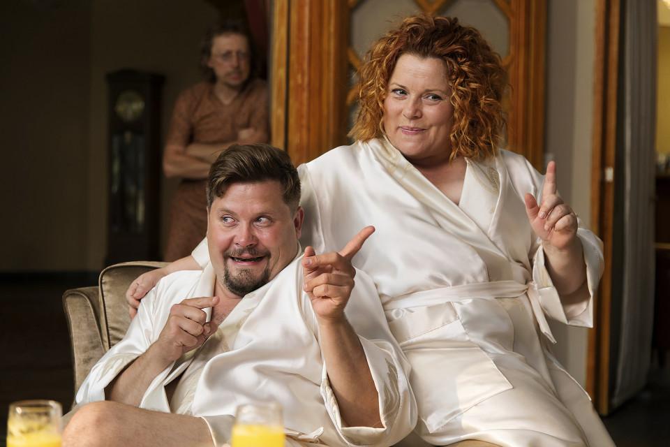 Pamela Tola pyrkii vapauttamaan seksin likaisuudesta – Swingers-elokuvan seksikellariin haettiin kokemuksia tosielämän parinvaihtajilta