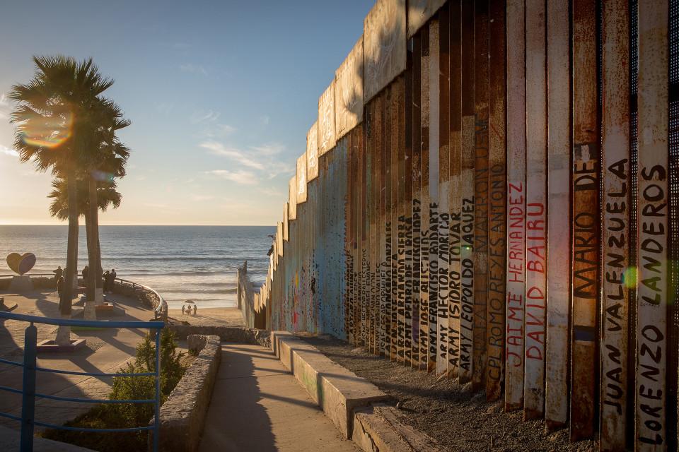 Meksikon ja Yhdysvaltain raja Tijuanassa.
