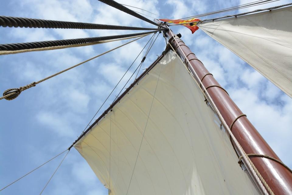 Purjepinta-alaa on yhteensä 85 neliömetriä ja kaikki purjeet on tehty hampusta