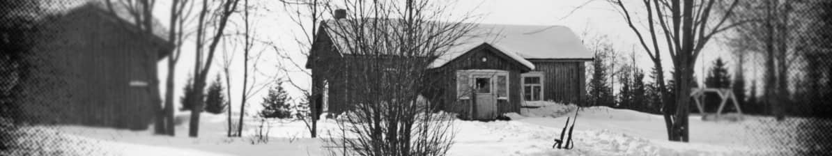 Matala bannerikuva. Pasasen talo, jonka pihalla surmatyöt tapahtuivat. Kuva: KRP:n valokuva-arkisto.