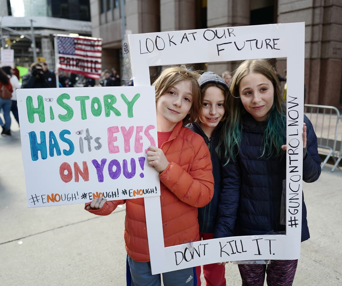 March for our Lives -mielenosoituksen osallistujia New Yorkissa.