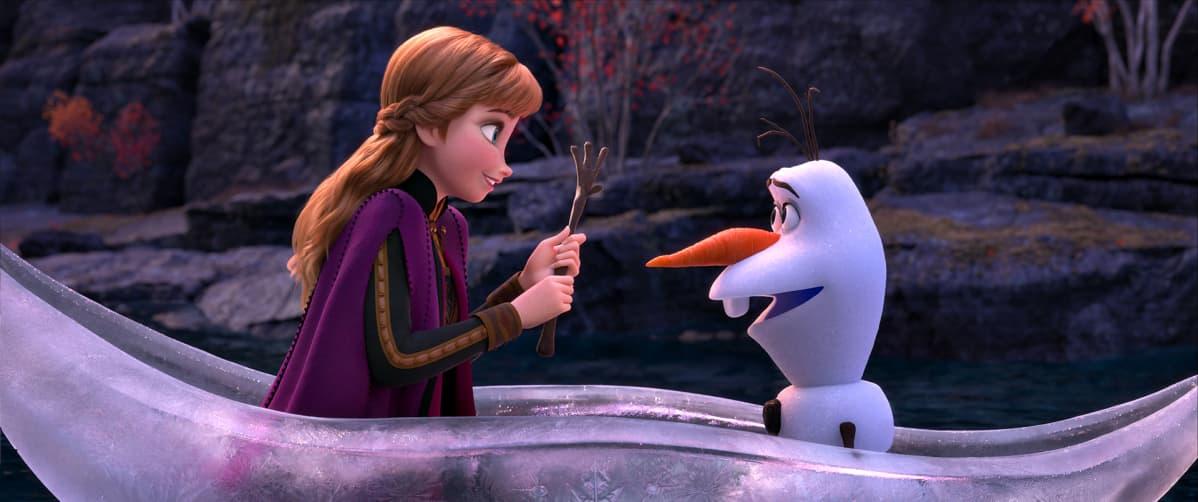 Anna (Kristen Bell) and Olaf (Josh Gad).