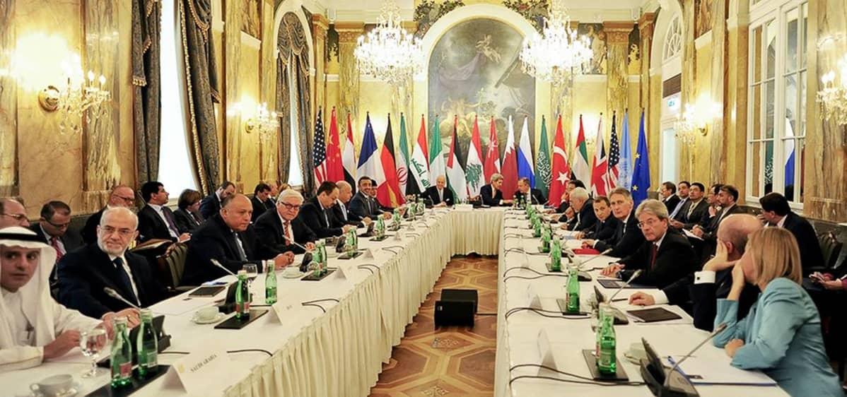 Syyria-neuvottelijat koolla Wienissä.