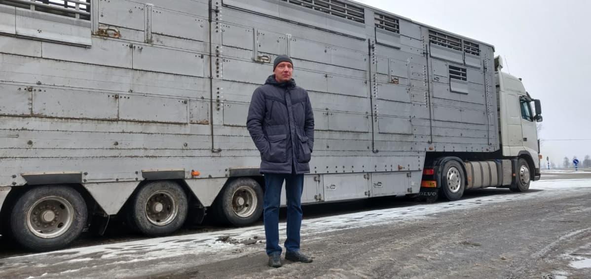 Lakeuden Tarhaajat ry:n Kenneth Myllykoski on paikalla turkiseläintuottajien prostestissa Kokkolassa 16.1.2020