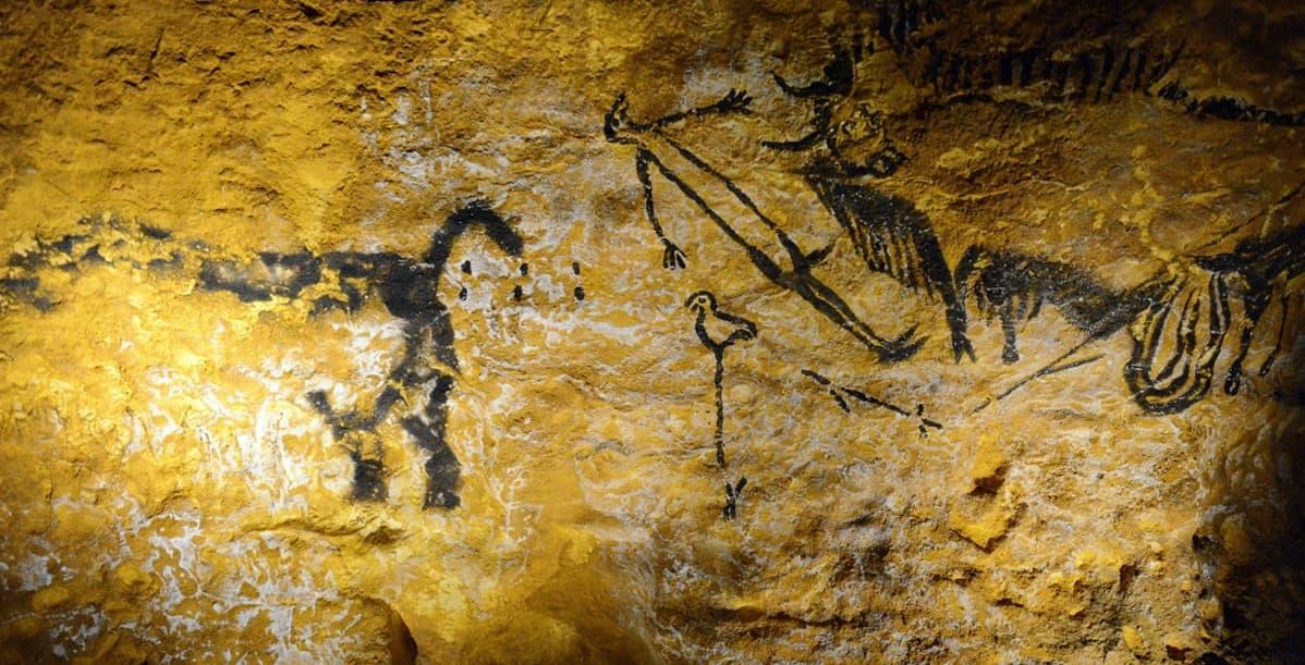 Mustalla maalattuja kuvia makaavasta ihmisestä ja eläinhahmoista hänen ympärillään.