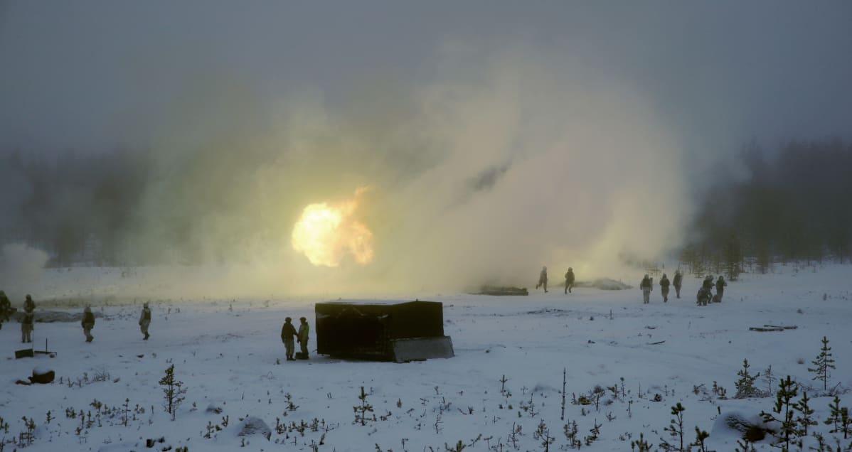 Ammuntoja Rovajärvellä sotaharjoituksissa