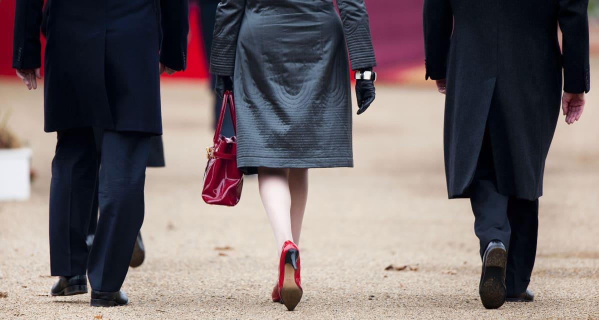 Theresa May punaisissa kengissä.
