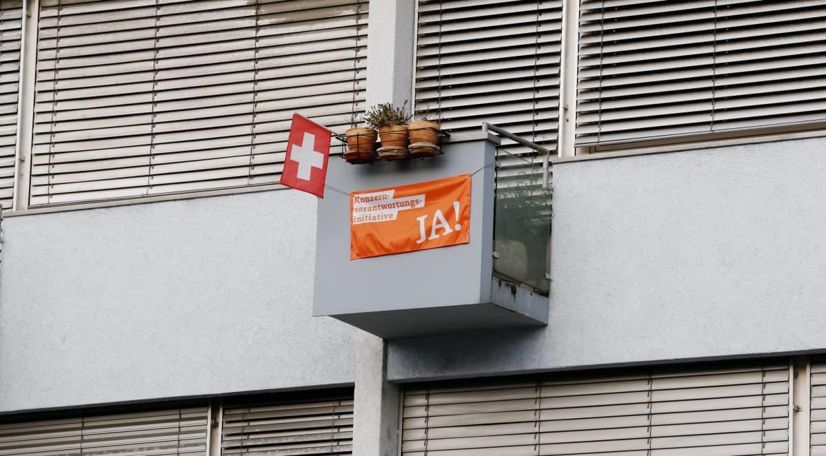 Yritysvastuun lisäämistä kannattava juliste Aargaussa 18. marraskuuta.