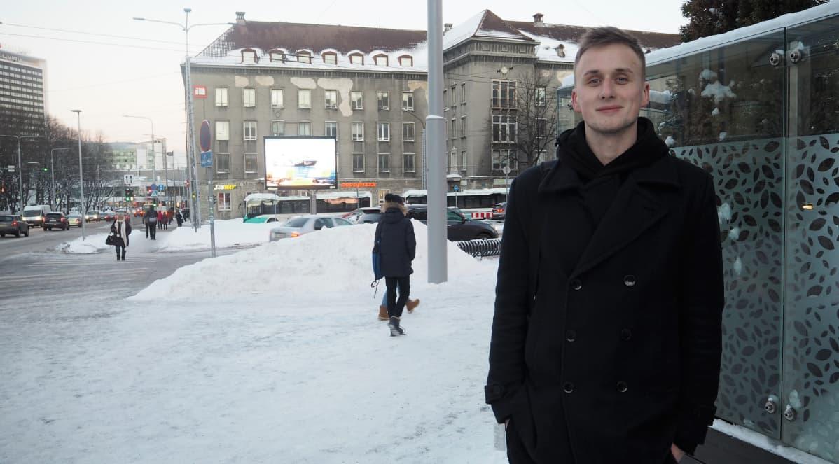 Tallinnalainen Ants Morel seuraa tiiviisti uutisia Viron politiikasta.