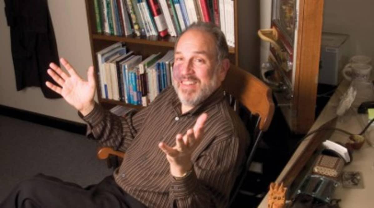 Harvardin yliopiston julkisoikeudellisten kiistojen ohjelman johtaja Lawrence Susskind.