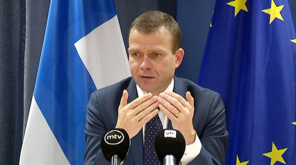 Sisäministeri Petteri Orpo (kok.) kommentoi EU:n asedirketiiviä Brysselissä 20. marraskuuta.