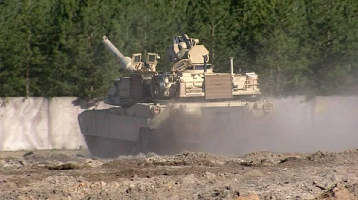 Amerikkalaisia tankkeja Latviassa.