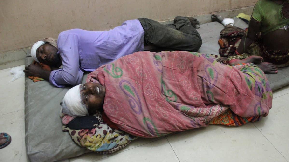 Nepalin ukkosmyrskyssä loukkaantuneita hoidettiin sairaalassa Birgunjin kaupungissa. Ainakin 25 ihmistä kuoli myrskyssä.