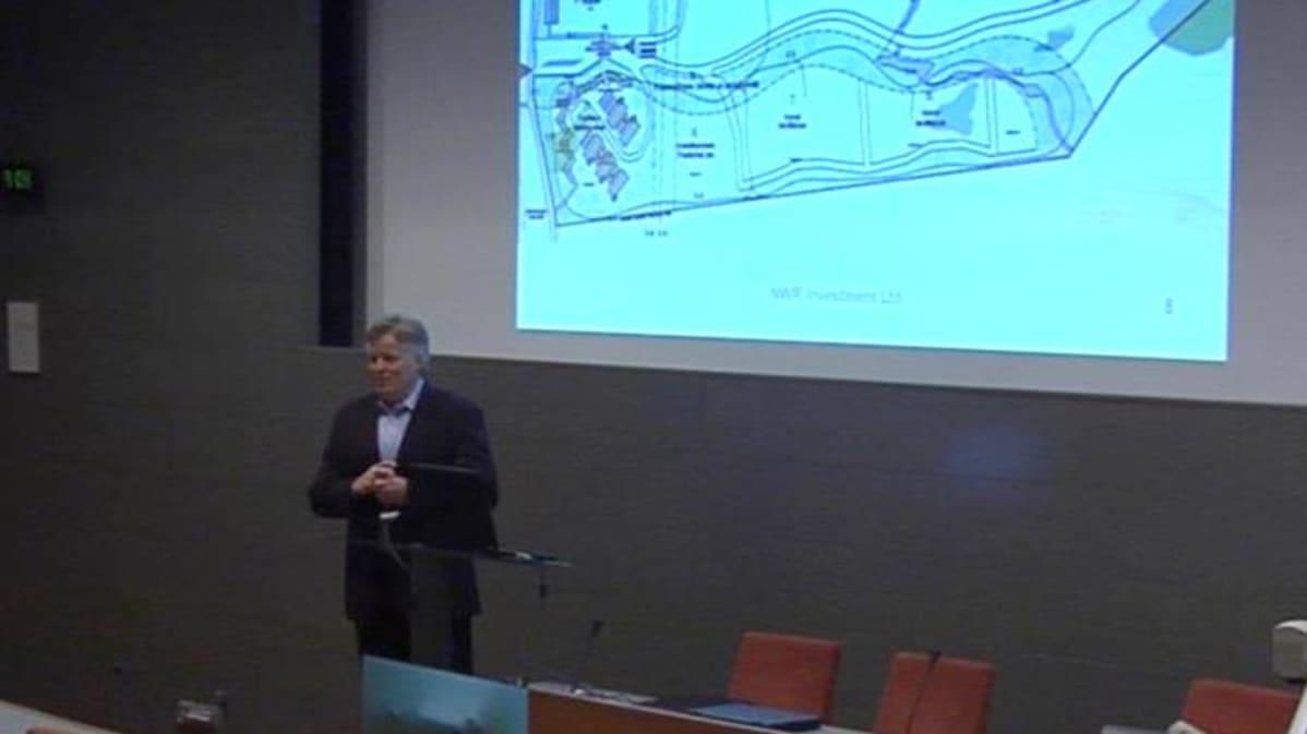 Toimitusjohtaja Tapani Koivula esitteli teollisuuskylää pohjoiskarjalaisille yrittäjille kesällä 2008.