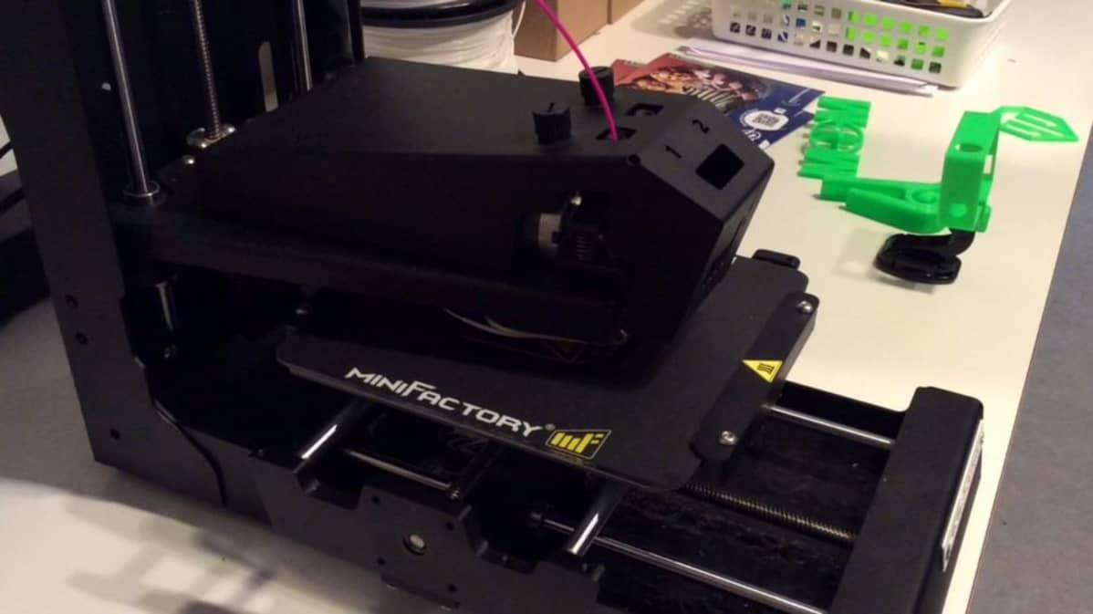 3D-tulostin valmistaa tietokonemallin mukaan kolmiulotteisia esineitä
