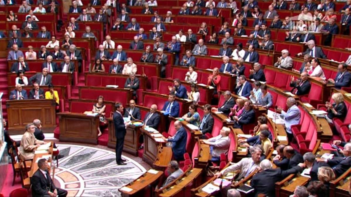 Kreikan parlametti myöhään keskiviikkoiltana