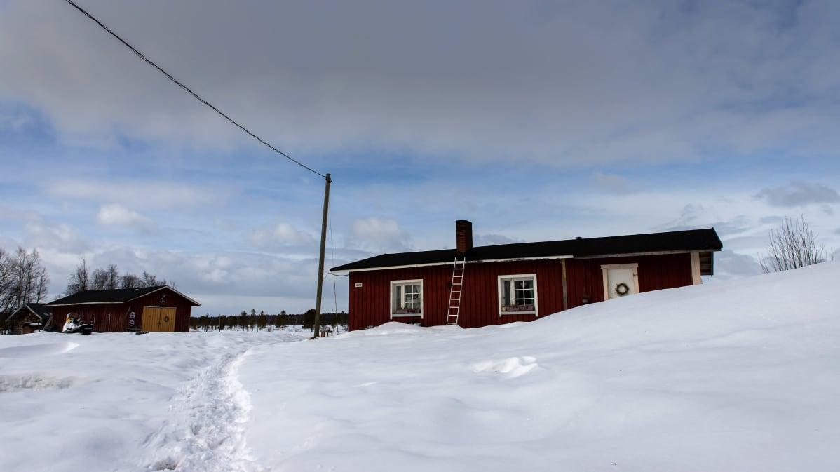 Janne Utriaisen ja Katja Jomppasen talo Inarin Turvejärvellä.