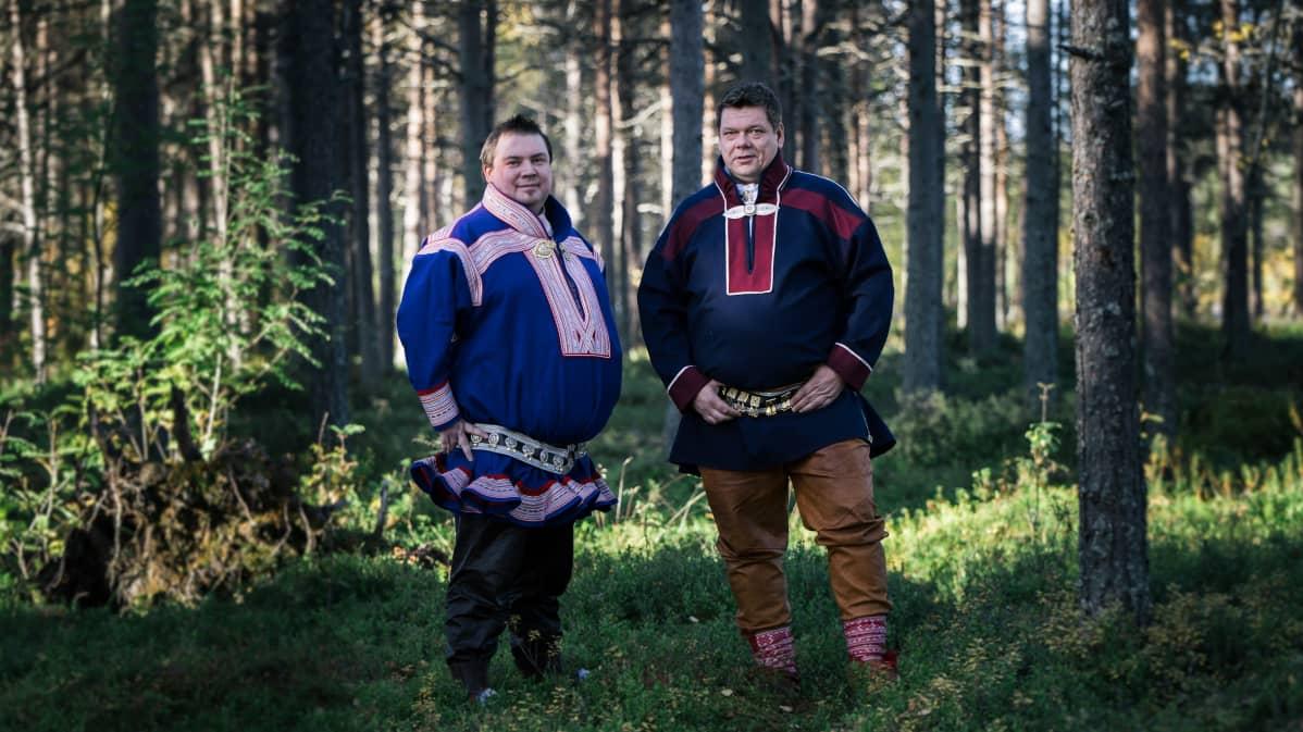 Saamelaiskäräjien 2020–2023 puheenjohtaja Tuomas Aslak Juuso ja toinen varapuheenjohtaja Leo Aikio.