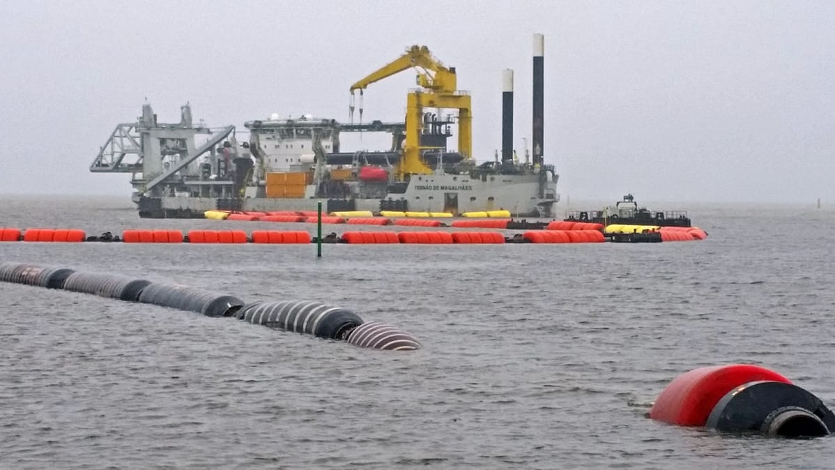 Hollantilainen Fernad de Magalhaes ruoppaaja Oulun satama-altaalla syksyllä 2018.