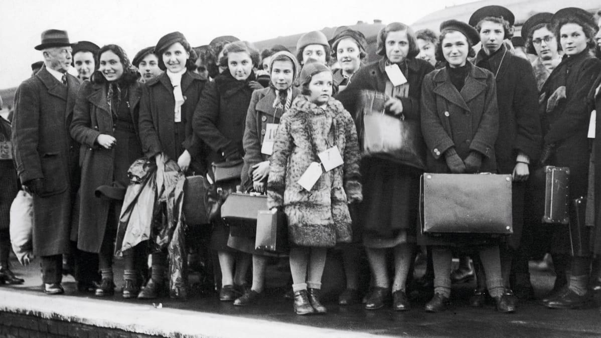Itävallasta saapuneita lapsipakolaisia kuvattuna Lontoossa vuonna 1938.