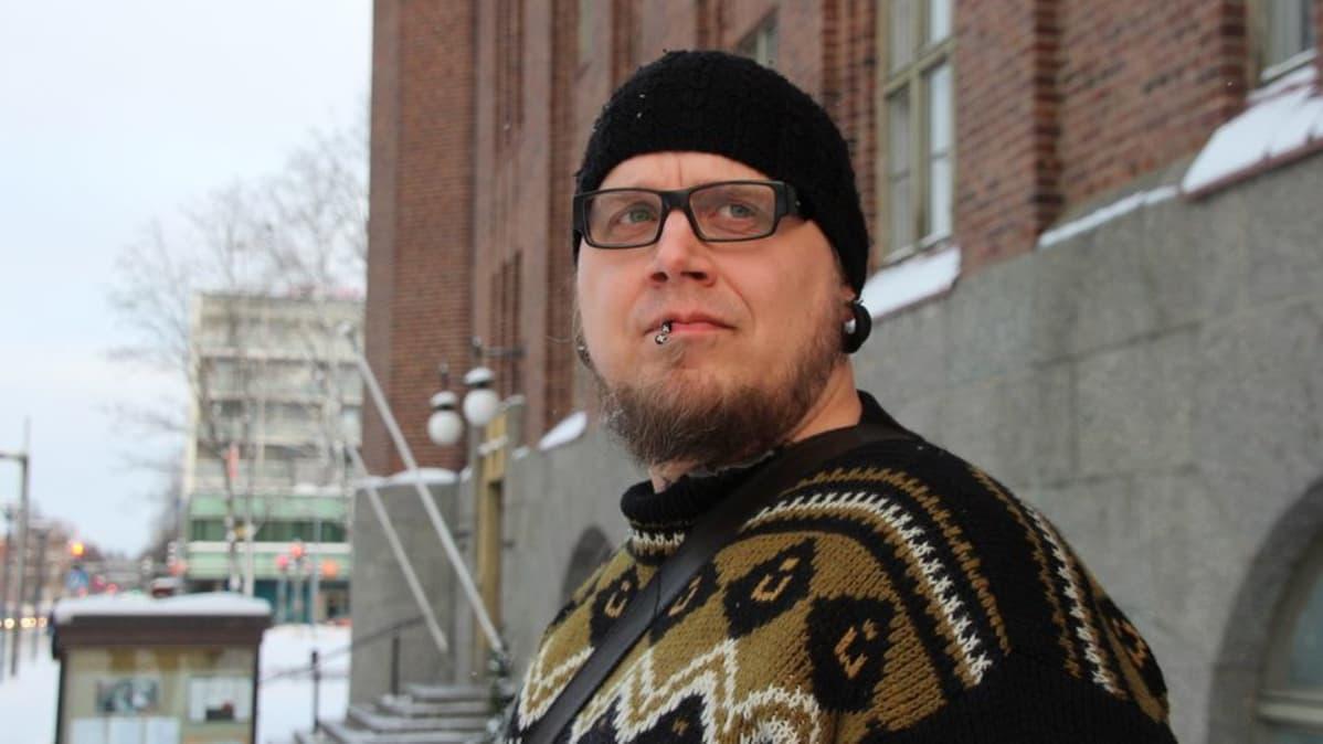 Joensuun kaupunginteatteria uudistaneelle johtajalle lähtöpassit ... fbc109ff8c