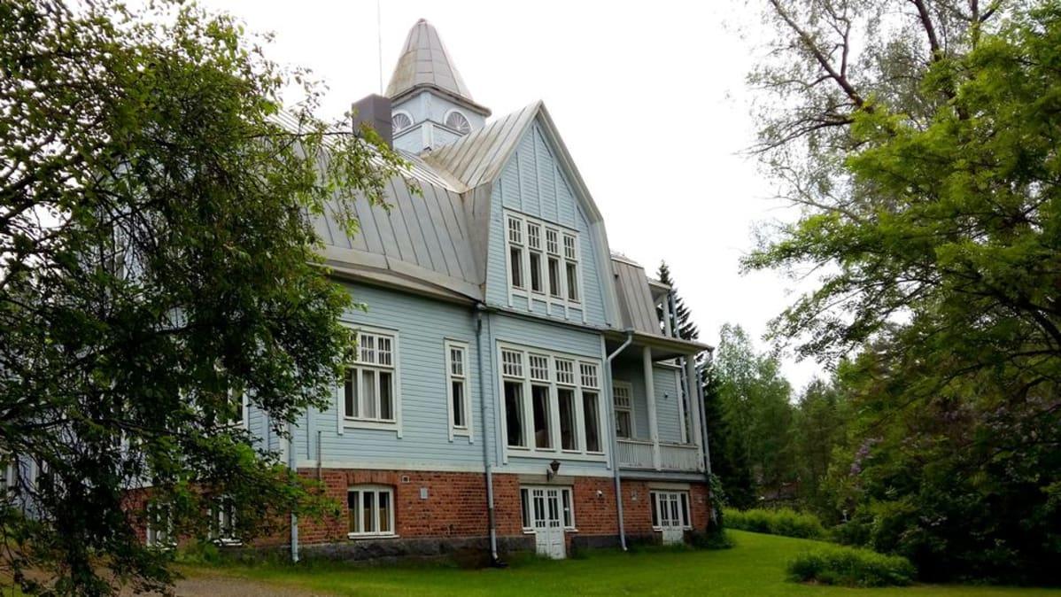Eliel Saarisen suunnittelema Pytinki toimi patruunan kotina. Nykyisin  siellä järjestetään juhlia ja edustustilaisuuksia. cedcc9dc8a