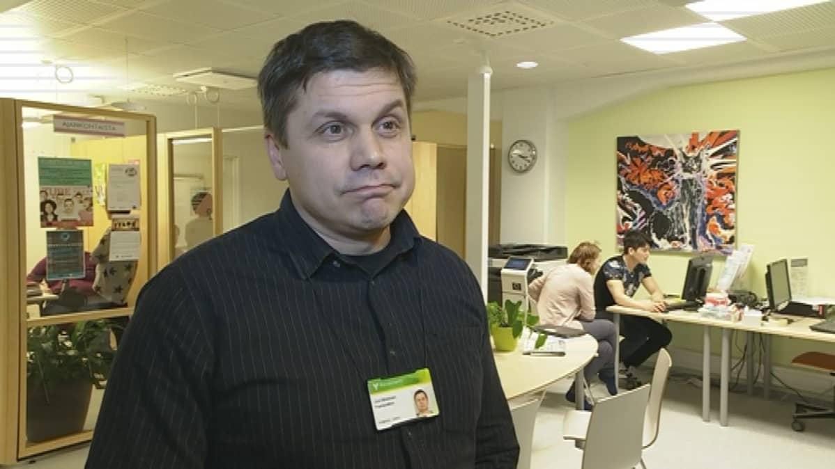 Joni Minkkinen on Rovaniemen Nuorten Ohjaamon projektipäällikkö.