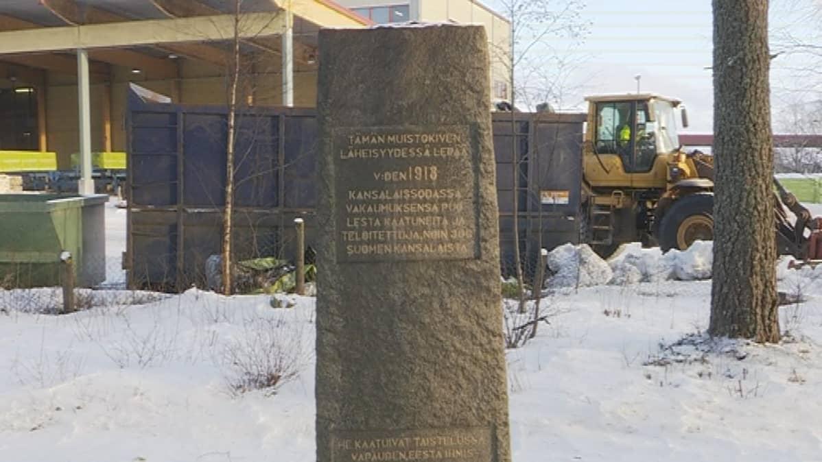 1918 sisällissodan joukkohaudan muistomerkki Vierumäellä Heinolassa.