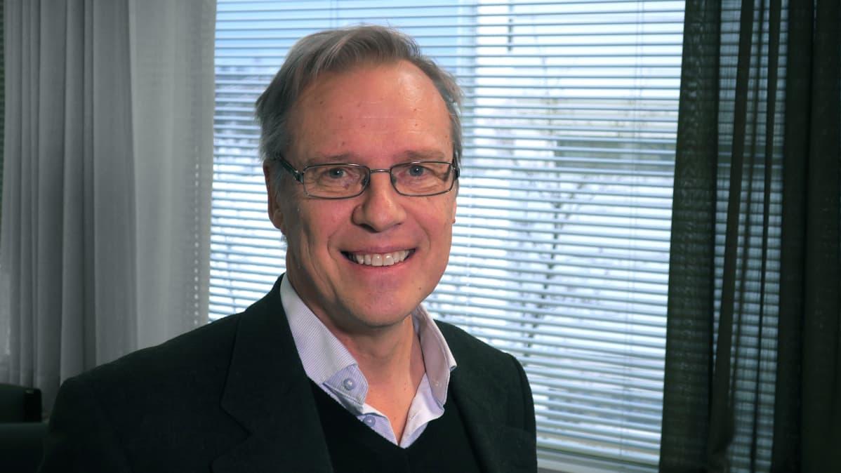 Professori Raimo Lappalainen.