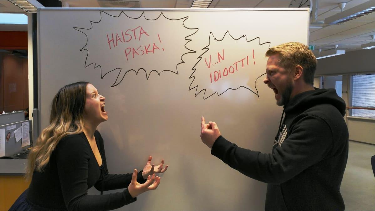 Kollegat riitelevät työpaikalla
