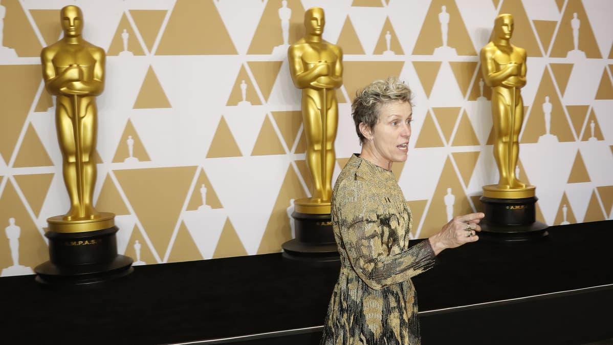 Frances McDormand Oscar-gaalan lehdistötilaisuudessa.